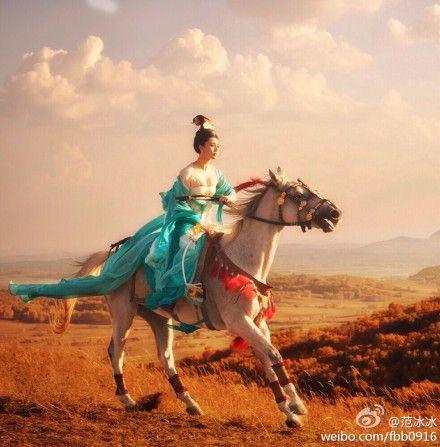 范冰冰首曝《杨贵妃》爆乳骑马剧照