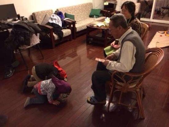 刘烨一对儿女拜年