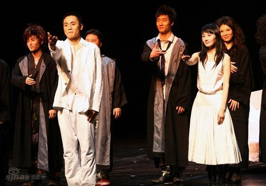 图文:刘烨而立之年庆生--《琥珀》完美谢幕