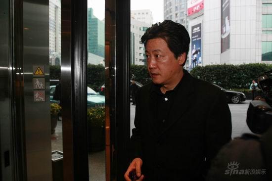 图文:亲友抵达王志文婚宴会场-导演赵宝刚到场
