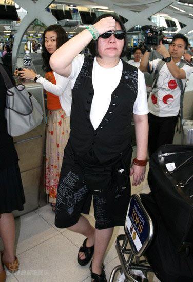 图文:王菲李亚鹏顺利抵达-参加婚礼的好友