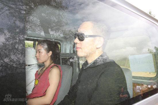 图文:伟玲不丹大婚--嘉宾戴墨镜