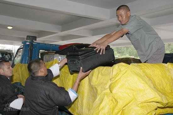 图文:众亲友返回泰国-不丹托运行李