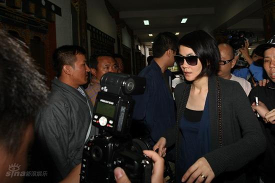 图文:众亲友返回泰国-王菲一行