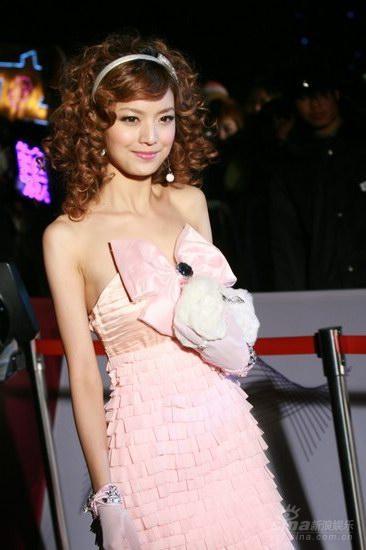 图文:BQ红人榜红毯叶熙祺粉色系打扮