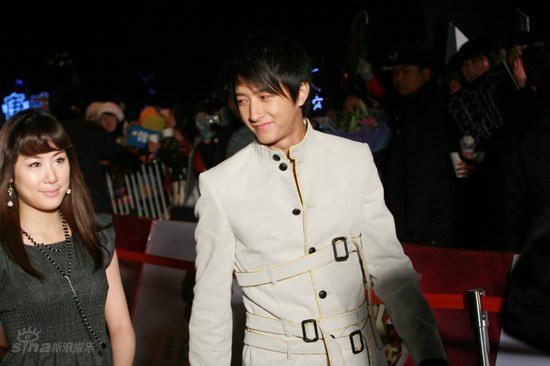 图文:BQ红人榜红毯--韩庚迷人笑容