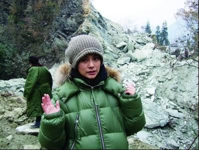 图文:阿娇冬季北川送温暖-路途相当险峻