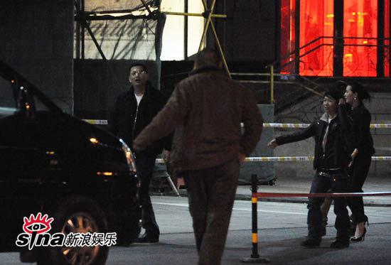 图文:王家卫夜会京城大腕-王家卫询问去处