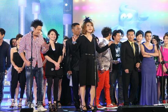 图文:华谊明星汇盛典现场-尚雯婕领唱