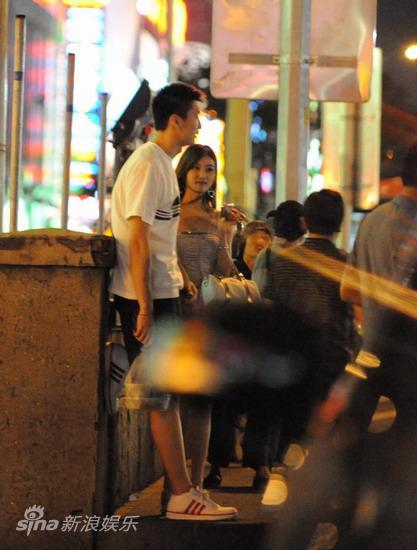 图文:孙悦与新女友树林车震--有说有笑
