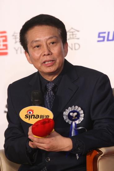 图文:2009新浪网络盛典--导演黄建新接受采访