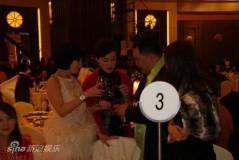 周立波上海办公益婚礼礼金立专项基金(组图)