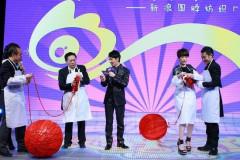 微博酒会成欢乐纺织厂蔡康永姚晨分获帝后(图)