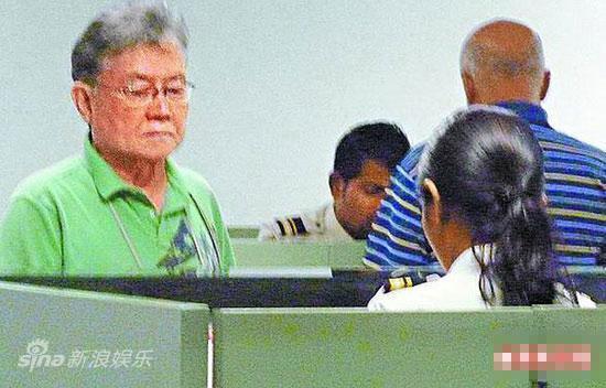林熙蕾父亲在马尔代夫机场