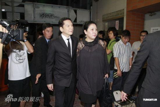 图文:罗慧娟追思会-向华强夫妇_影音娱乐_新浪