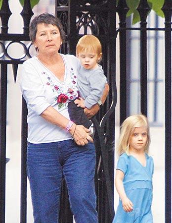 茱莉亚-罗伯茨三个儿女曝光公园玩耍嬉闹(图)