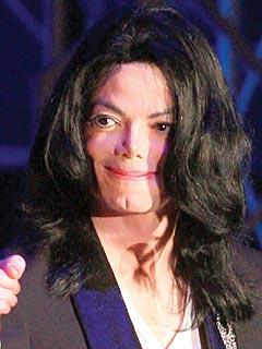 迈克尔-杰克逊下葬所穿礼服价值35000美元