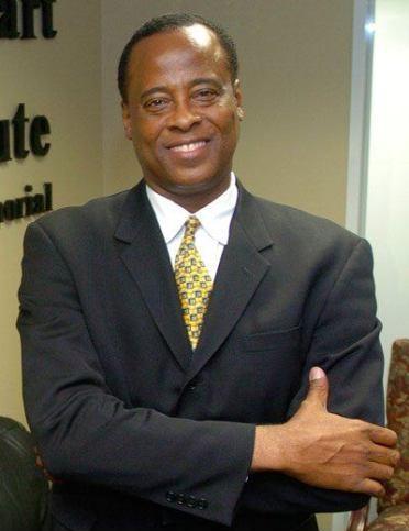 迈克尔杰克逊私人医生未被起诉诊所开张再上岗