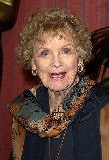 《泰坦尼克号》老年露丝扮演者逝世享年100岁