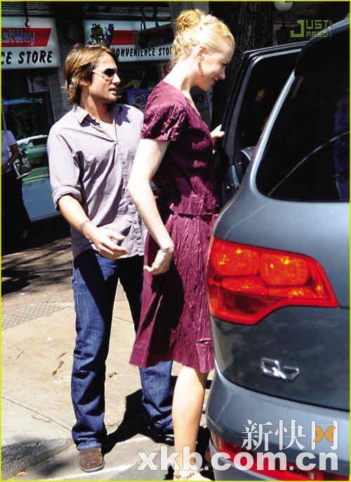 组图:妮可-基德曼与丈夫购买婴儿服装甜蜜恩爱