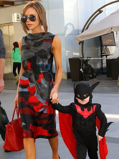 组图:贝克汉姆小儿子变蝙蝠侠庆祝大哥生日