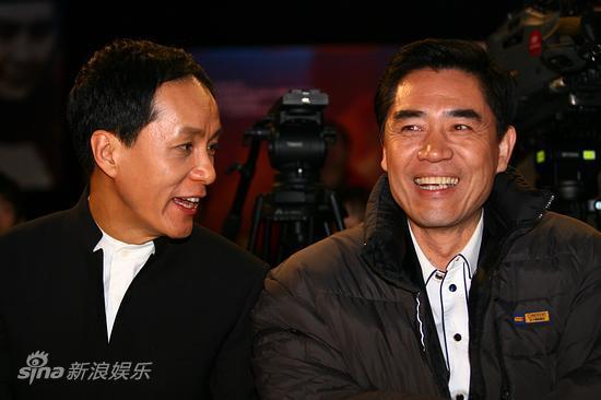 冯远征和陈宝国台下谈笑2015台湾偶像剧哥们爱上图片