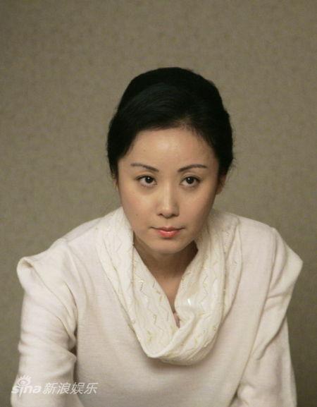资料:电视剧《买房夫妻》主角-席与立饰胡晓欢