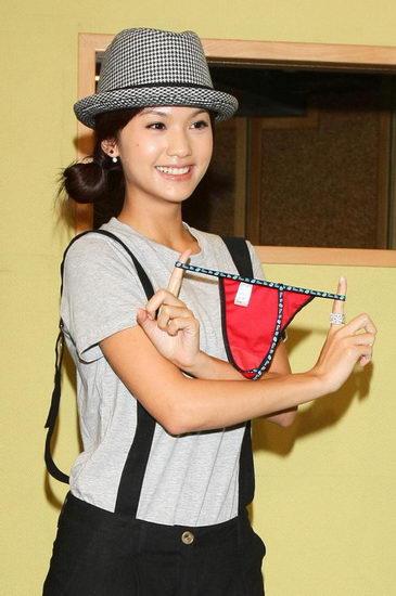 杨丞琳获赠红内裤与旧情人一同入围金钟(图)