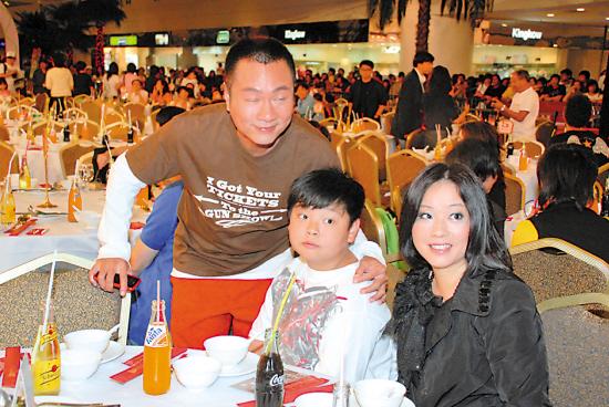 《巾帼枭雄》豪宴40桌邓萃雯不敢亲黎耀祥(图)