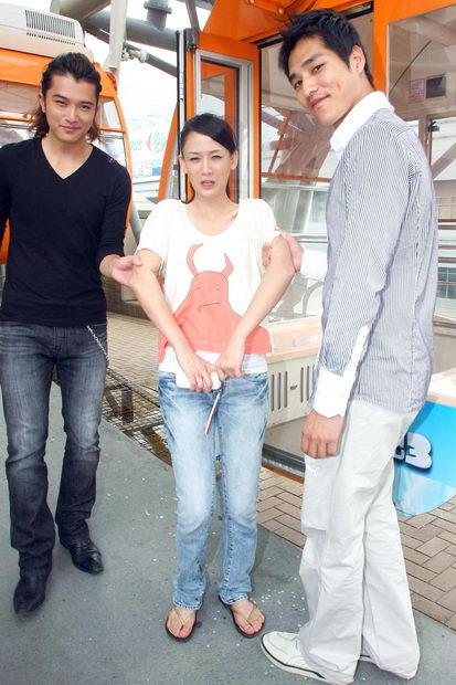 《福气又安康》收视庆功陈乔恩被架上摩天轮