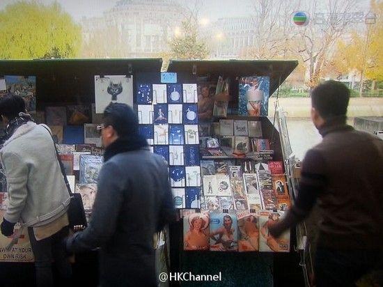 《冲上云霄2》镜头中书摊上放了多本露点色情刊物