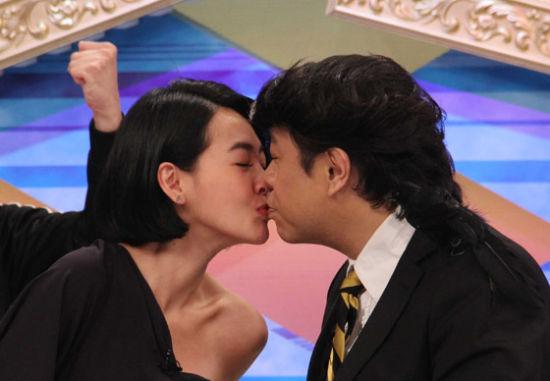 蔡康永小S节目中接吻 患难显真情粉丝难接受