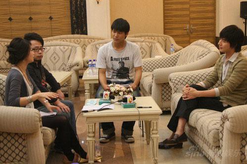 韩星朴海镇向美女记者索吻坦然接受姐弟恋(图)