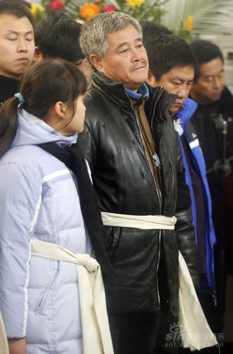 赵本山正式备战春晚与范伟演父子纪念亡父