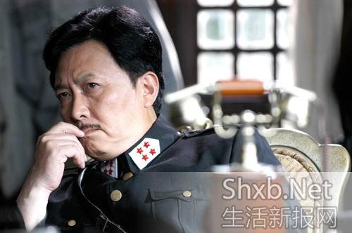 唐国强客串《侦探成旭2》带伤来昆演警长(图)