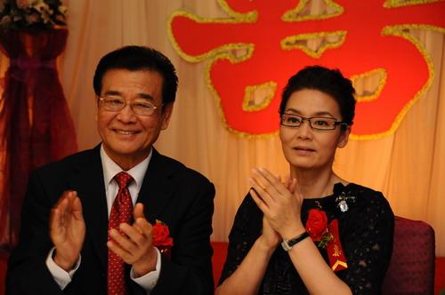 《夺子战争》将杀青潘虹出席马苏婚礼(图)