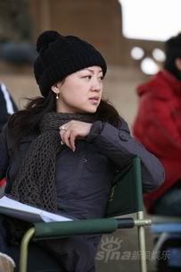 美女制片人张海东再造情感戏《当爱已成往事》