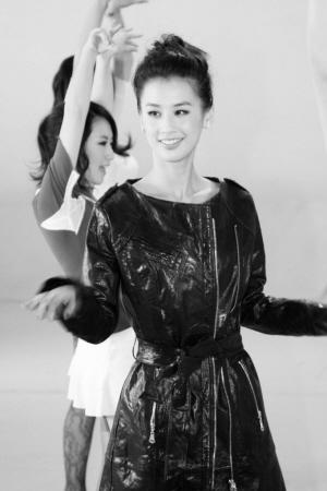 黄圣依春晚领衔人偶歌舞《森林舞会》(图)