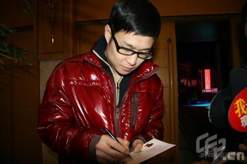 小沈阳人气旺狂签名元宵晚会将演《不差钱2》