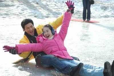 为拍《大约在冬季》左小青克服恐高苦练滑雪