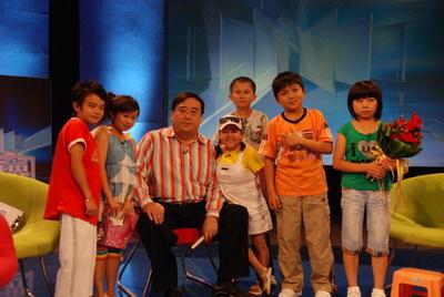 袖珍人齐聚天津电视台《男人世界》