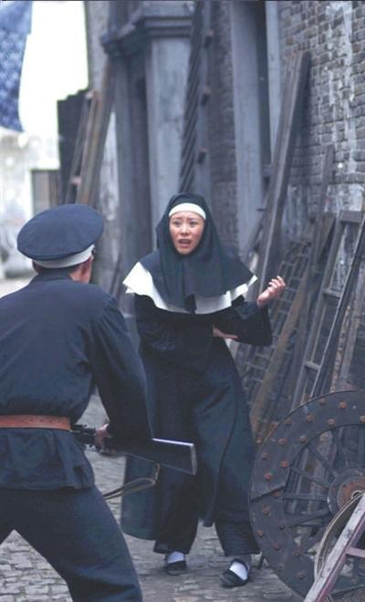 海清拍《追捕》被折磨得伤痕累累很乐意受虐