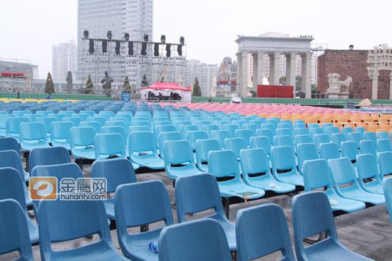 湖南卫视跨年演唱会舞美三大法宝露天不怕雨