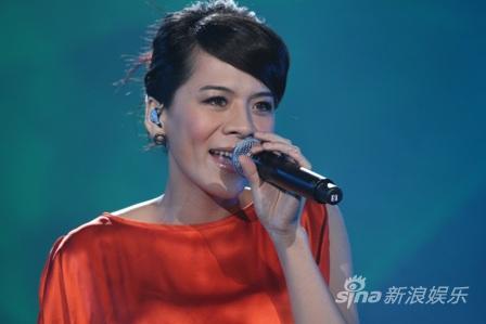 深圳卫视跨年光良:与江美琪一起唱响2010