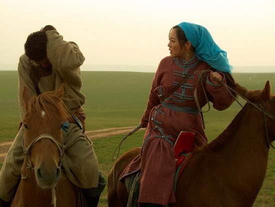 《胡杨女人》央八今播聚焦马背上的热辣爱情
