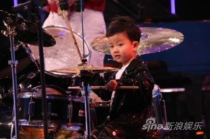 年龄最小的专业鼓手王学谦