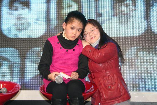 郑玉萍(左)和嘉宾逯家蕊