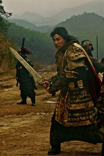 谭耀文仗剑在手