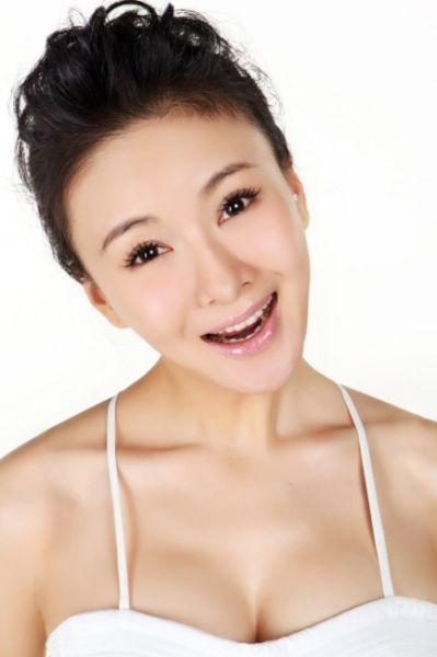 郑亦桐微笑