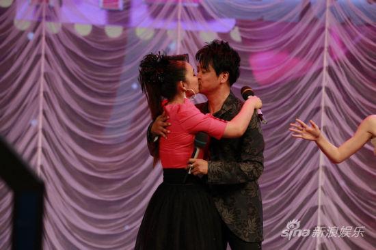 冯晓泉和曾格格演绎爱情童话